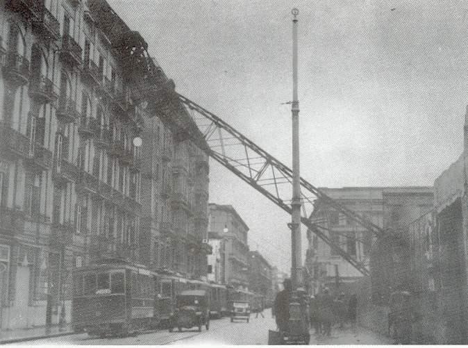 La gru crollata all'interno del cantiere edile per la costruzione del Palazzo delle Poste