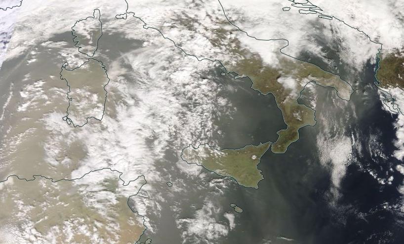 Pulviscolo sahariano osservato dal satellite ad alta definizione della NASA